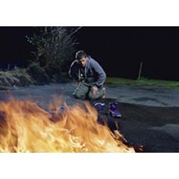 Überrascht am Feuer